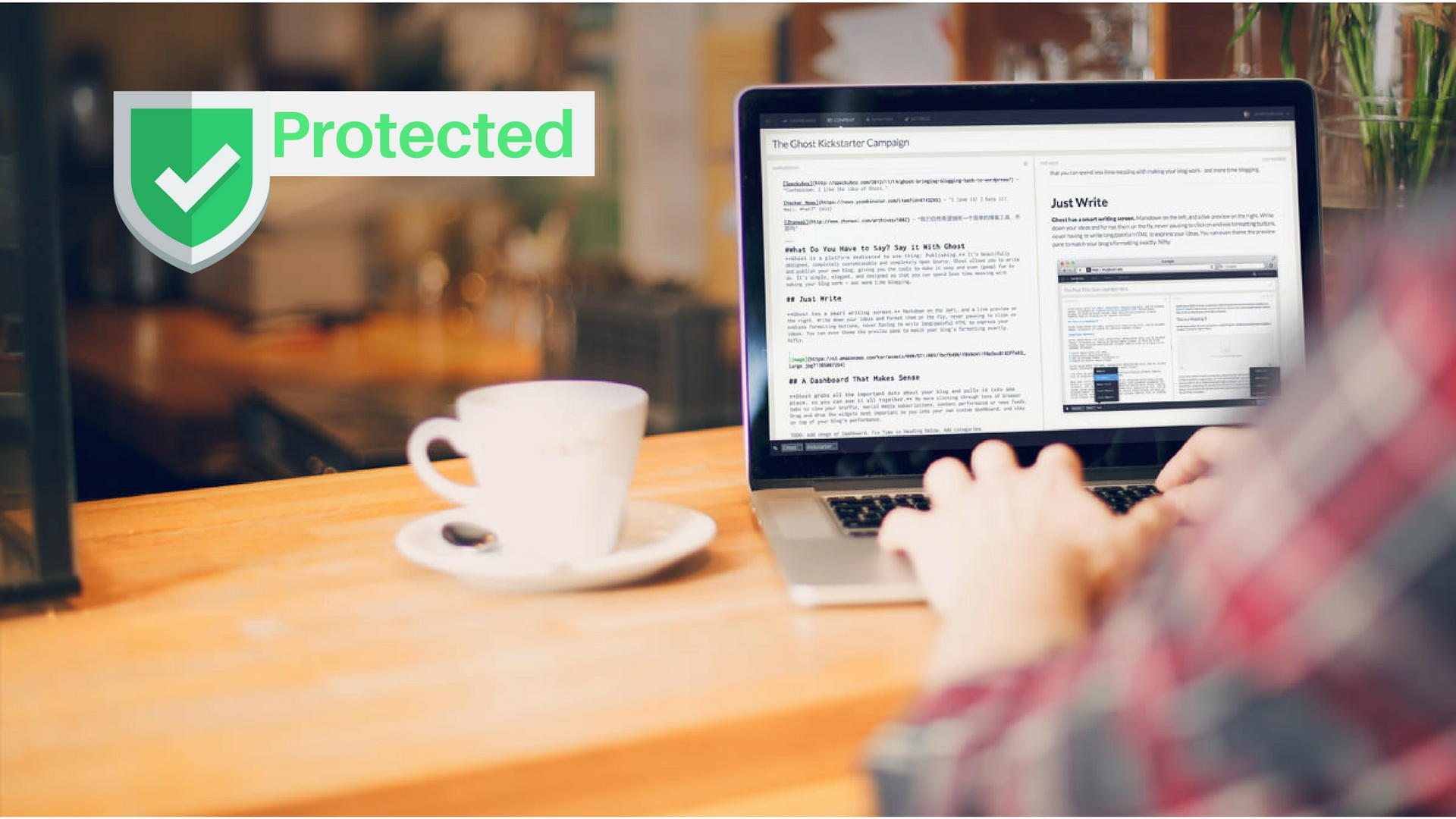 Mensagem de Endpoint Proteciton e com uma pessoa trabalhando em uma mesa com um notebook e uma xícara de café ao lado