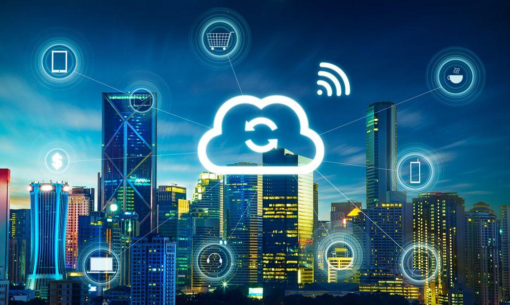 Paisagem noturna de cidade com uma topologia de simbolos de rede wireless